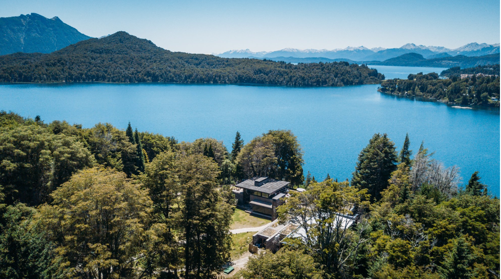 What is Bariloche known for? Is it worth visiting?